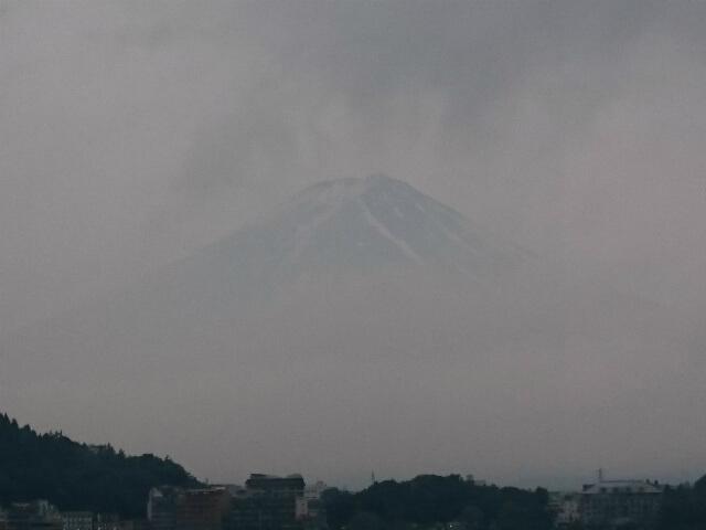 曇り空の富士山